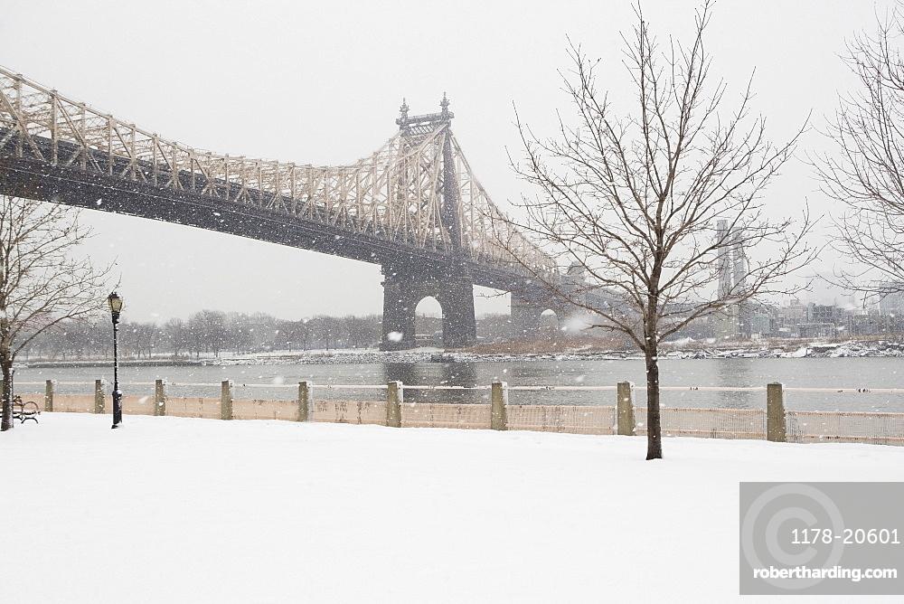 USA, New York City, Queensboro Bridge in winter