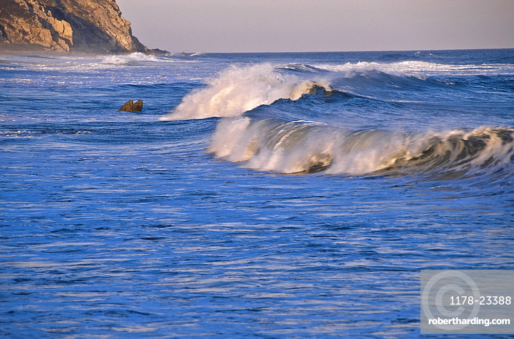 Mexico, Oaxaca, Huatulco, Waves at Conejos Bay, Mexico, Oaxaca, Huatulco