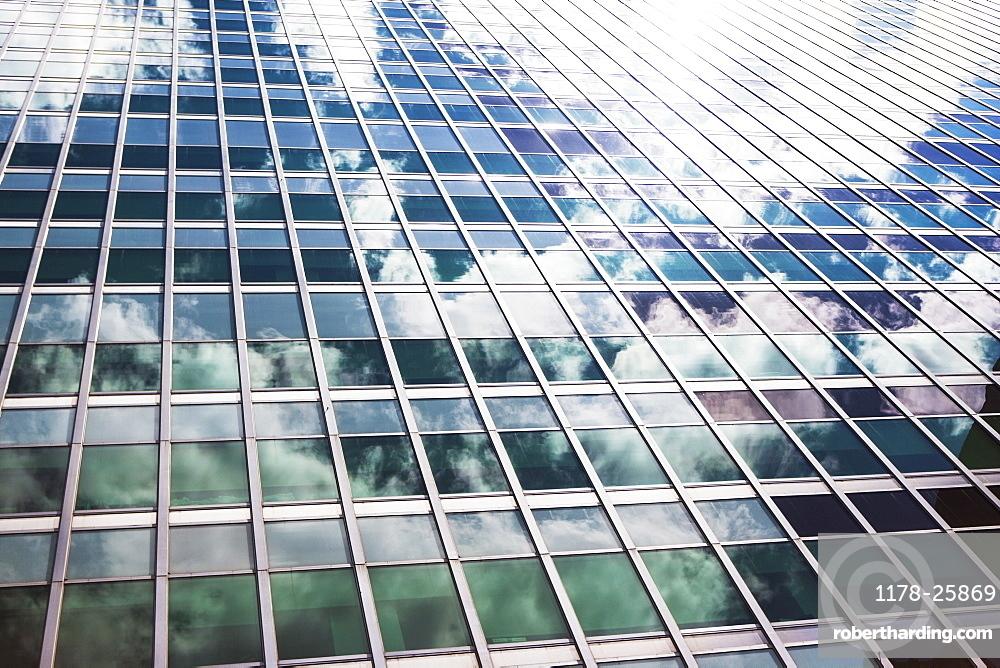 USA, New York State, New York City, Sky reflecting in facade of skyscraper