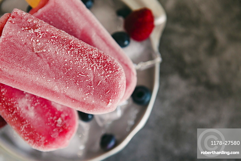 Berry ice pops with berries