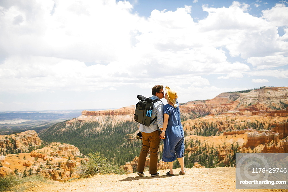 USA, Utah, Bryce Canyon, Couple holding hands and kissing against canyon