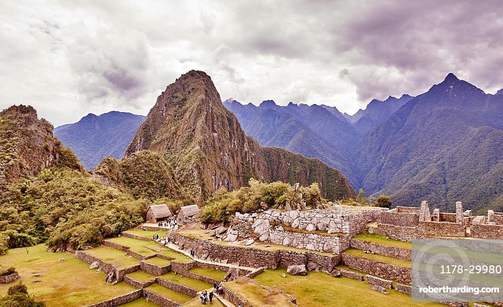 Peru, Machu Pichu, Mountain range and ruins of aztec village