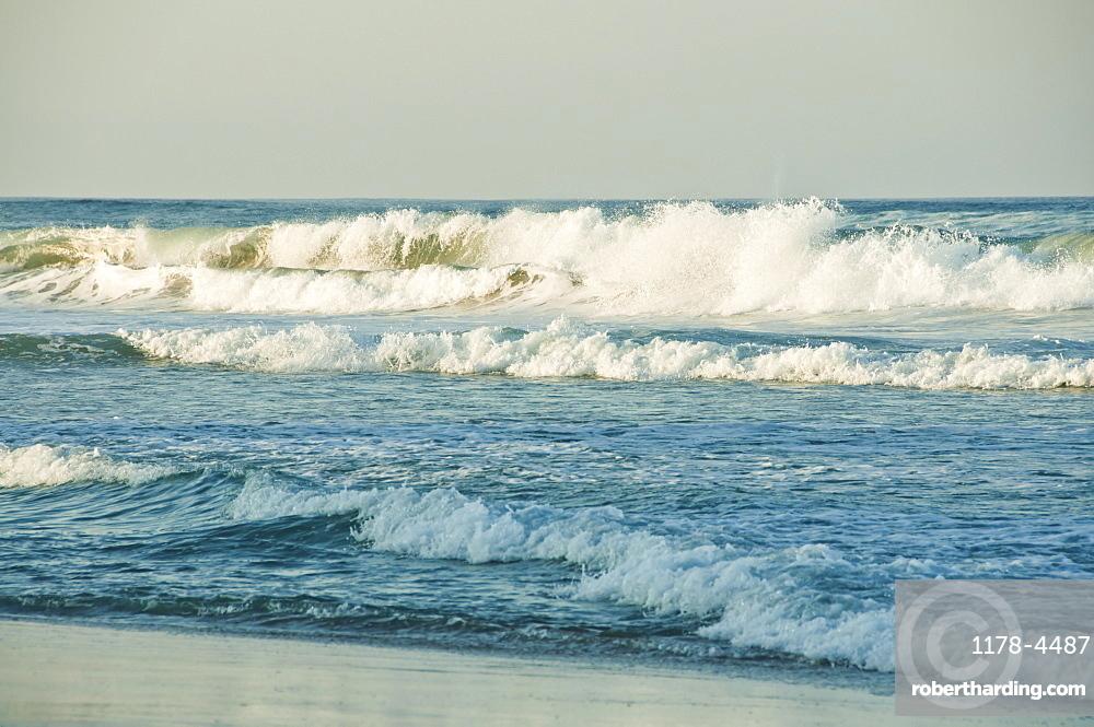 USA, North Carolina, Outer Banks, Kill Devil Hills, sea waves