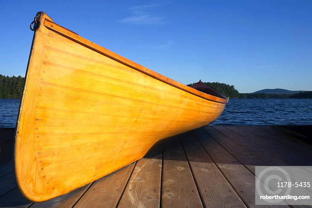 USA, Maine, Canoe in evening light
