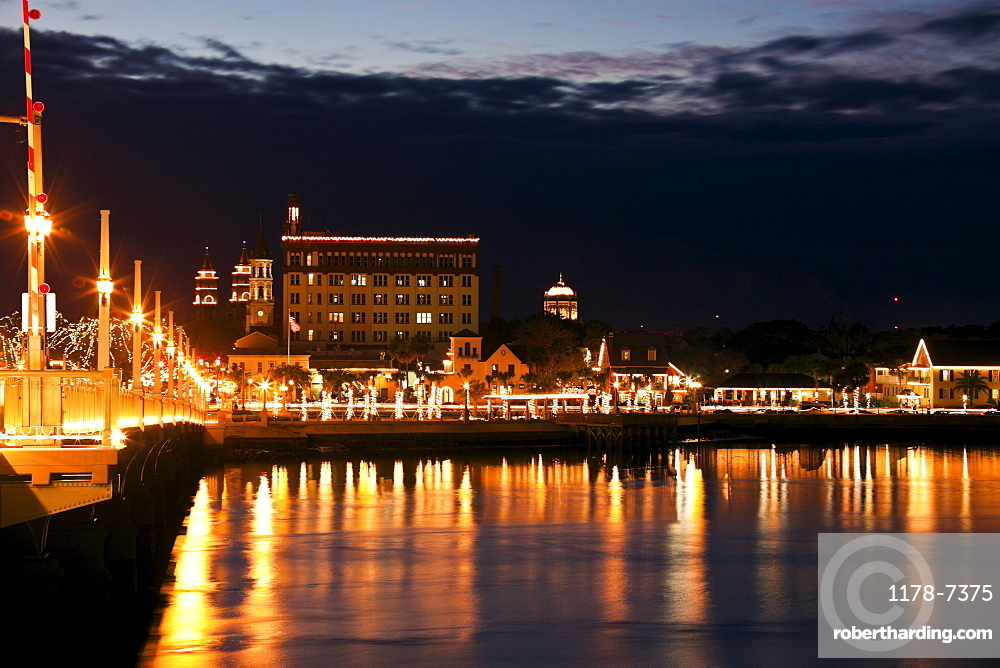 USA, Florida, St. Augustine, Harbor illuminated at night