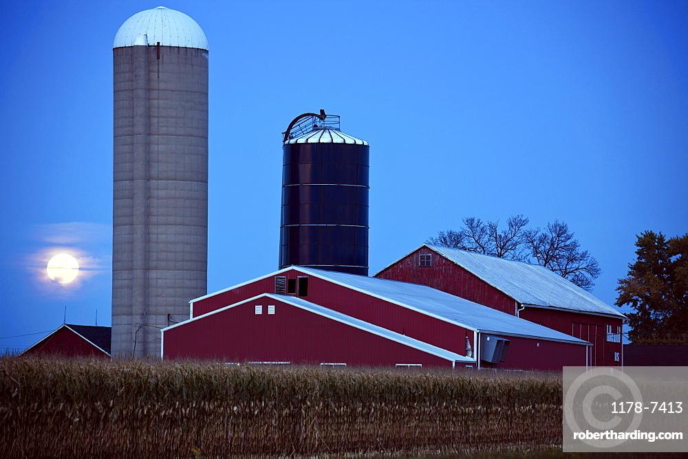 USA, Wisconsin, Moonrise over farm