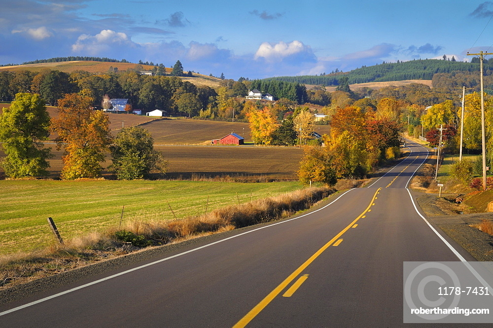USA, Oregon, Polk County, Rural farm scene