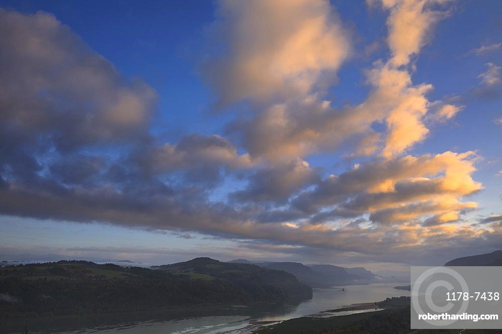 USA, Oregon, High angle view of Columbia River Gorge