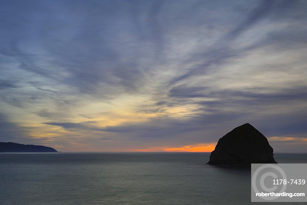 USA, Oregon, Lincoln County, Haystack Rock at dusk