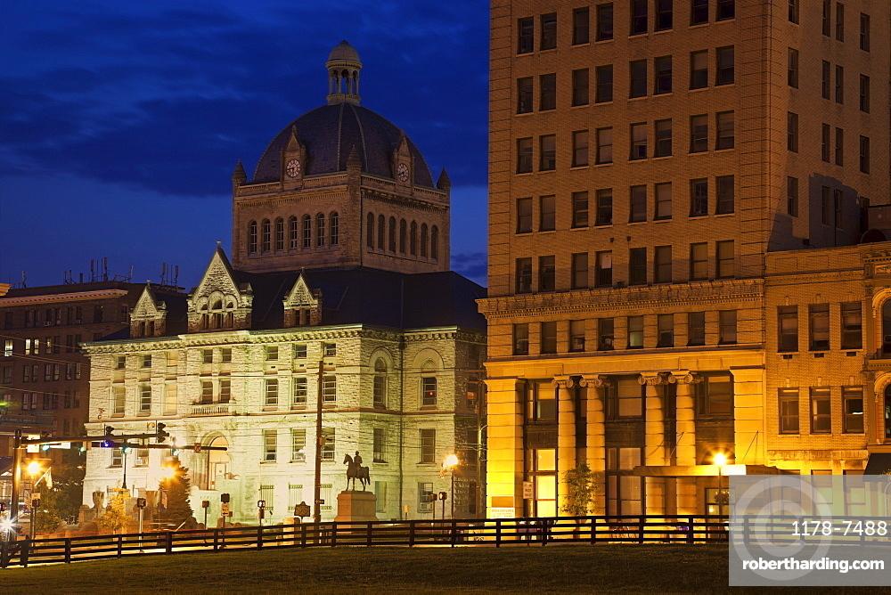 USA, Kentucky, Lexington, Courthouse illuminated at dusk