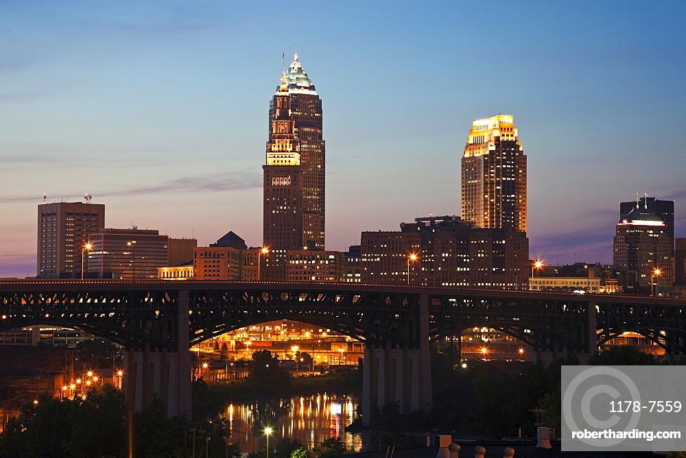 USA, Ohio, Cleveland, Skyline at sunset