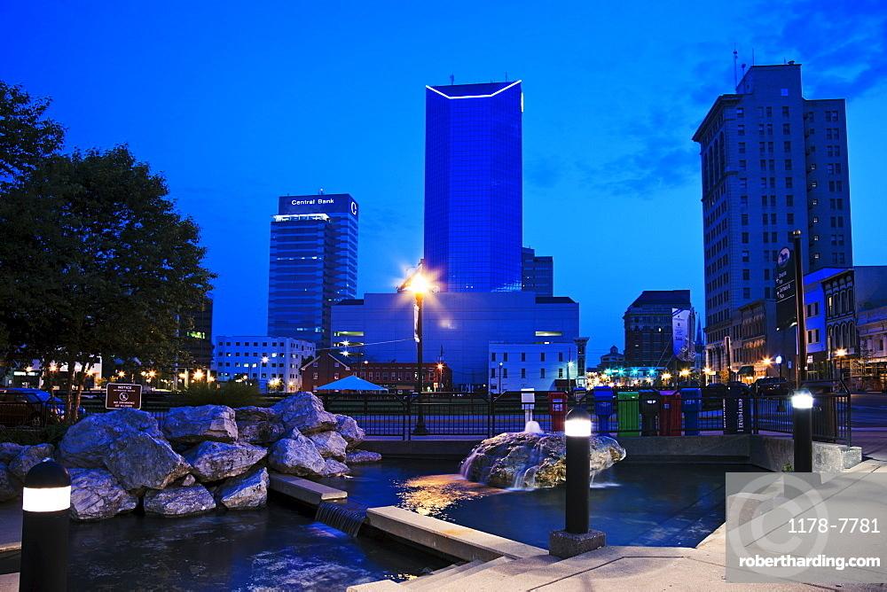 USA, Kentucky, Lexington, View of skyscrapers at night