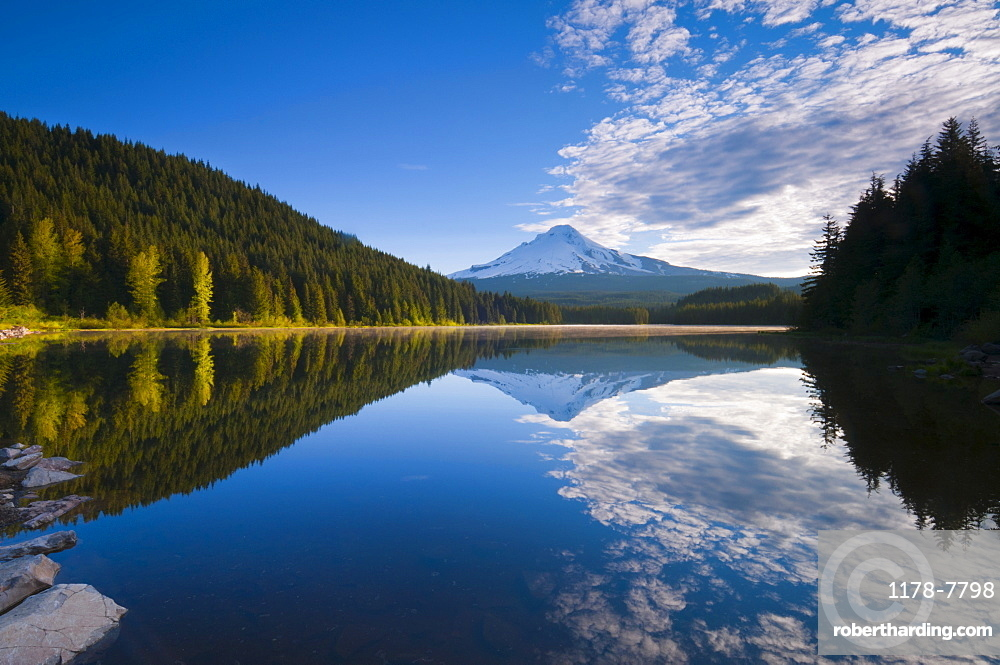 USA, Oregon, Clackamas County, View of Trillium Lake with Mt Hood in background