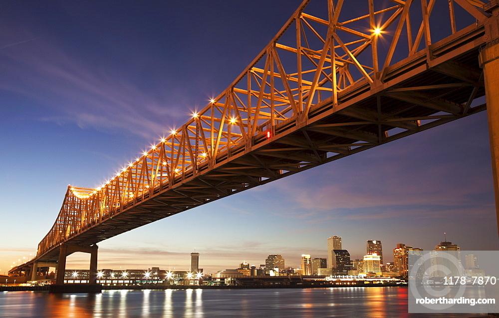 USA, Louisiana, New Orleans, Toll bridge over Mississippi River