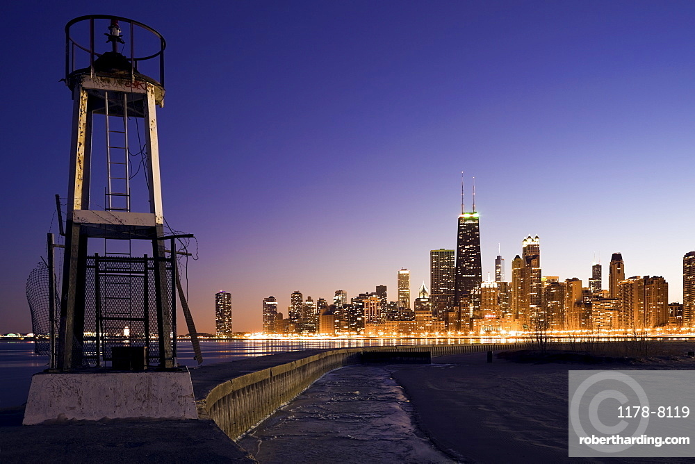 USA, Illinois, Chicago, City skyline from Lake Michigan at sunset