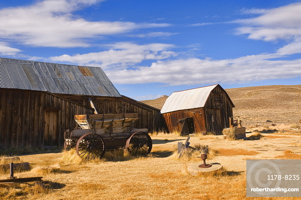 USA, California, Bodie, Old barn on plains