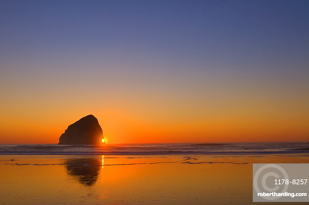USA, Oregon, beach with stack rock