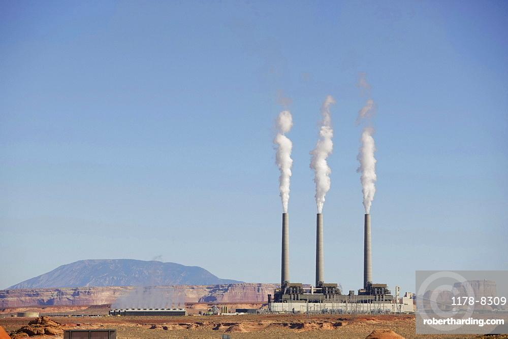 USA, Arizona, Page, Power station in desert near Lake Powell