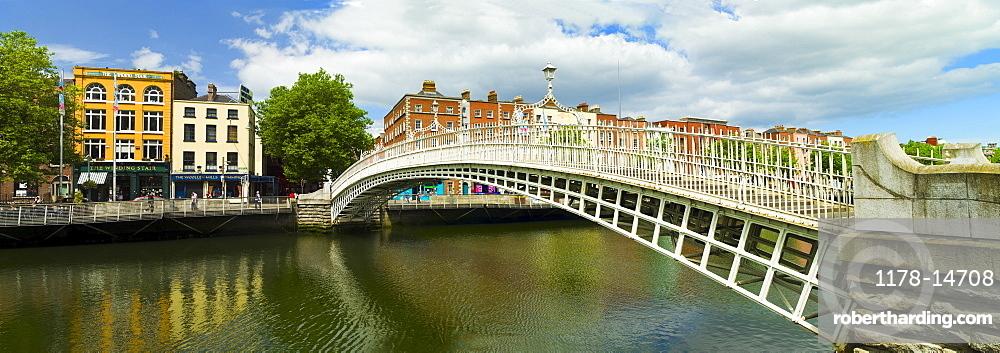 Ha'penny bridge and River Liffey