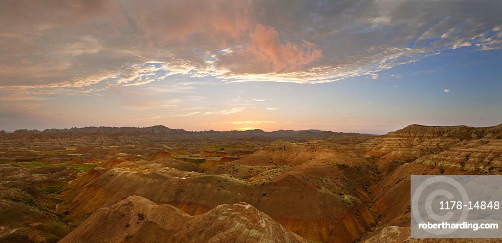 USA, South Dakota, Mountains in Badlands National Park at sunrise