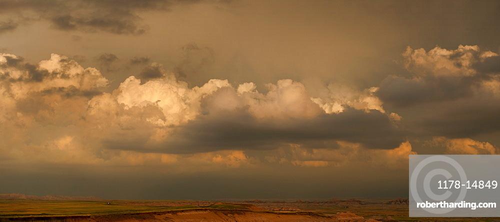 USA, South Dakota, Badlands National Park, Clouds above mountains at sunset
