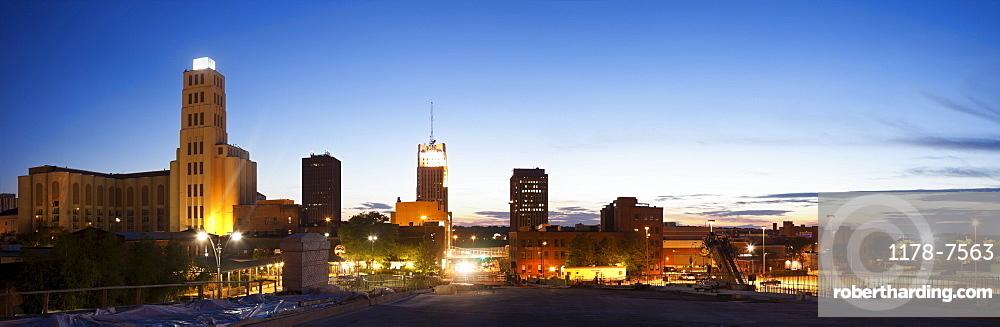 USA, Ohio, Akron, Panoramic skyline