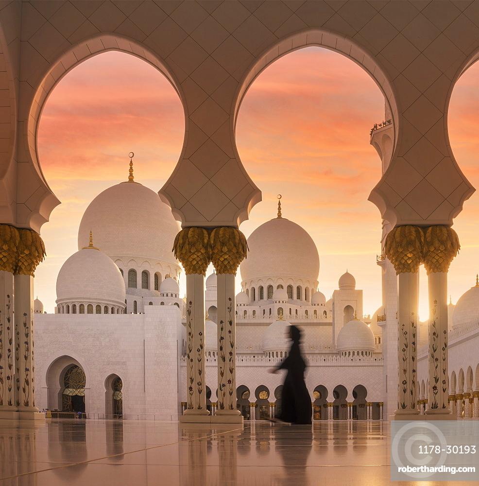 United Arab Emirates, Abu Dhabi, Mosque at sunset