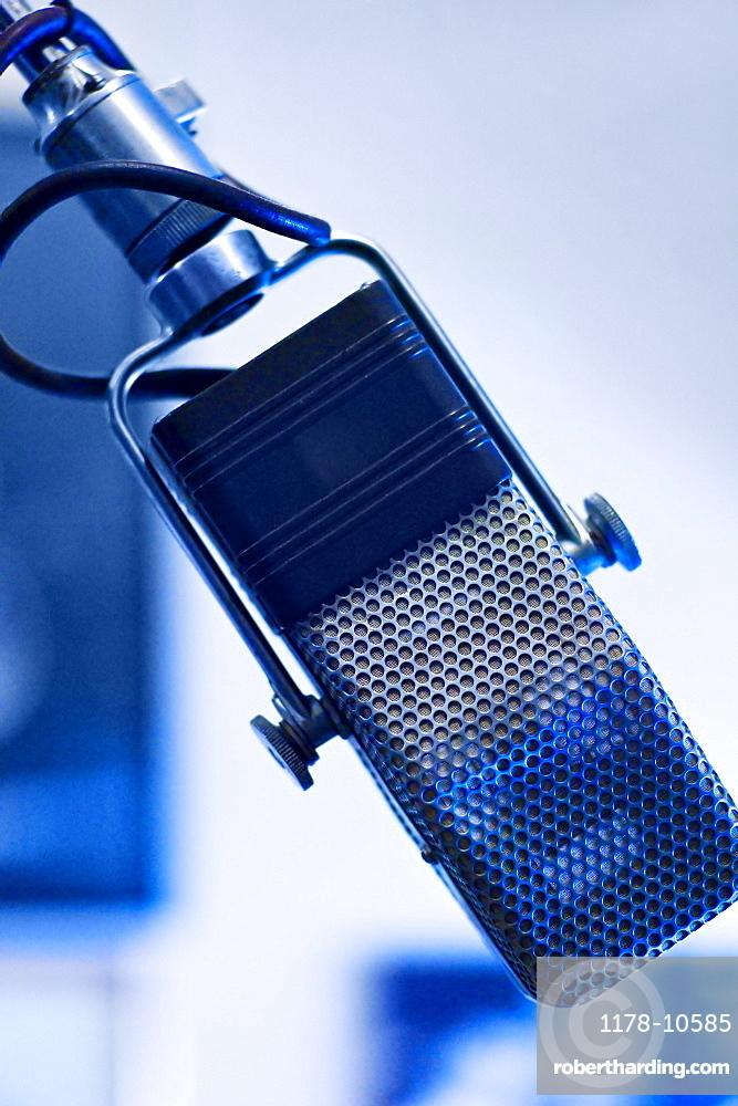 Audio recording microphone