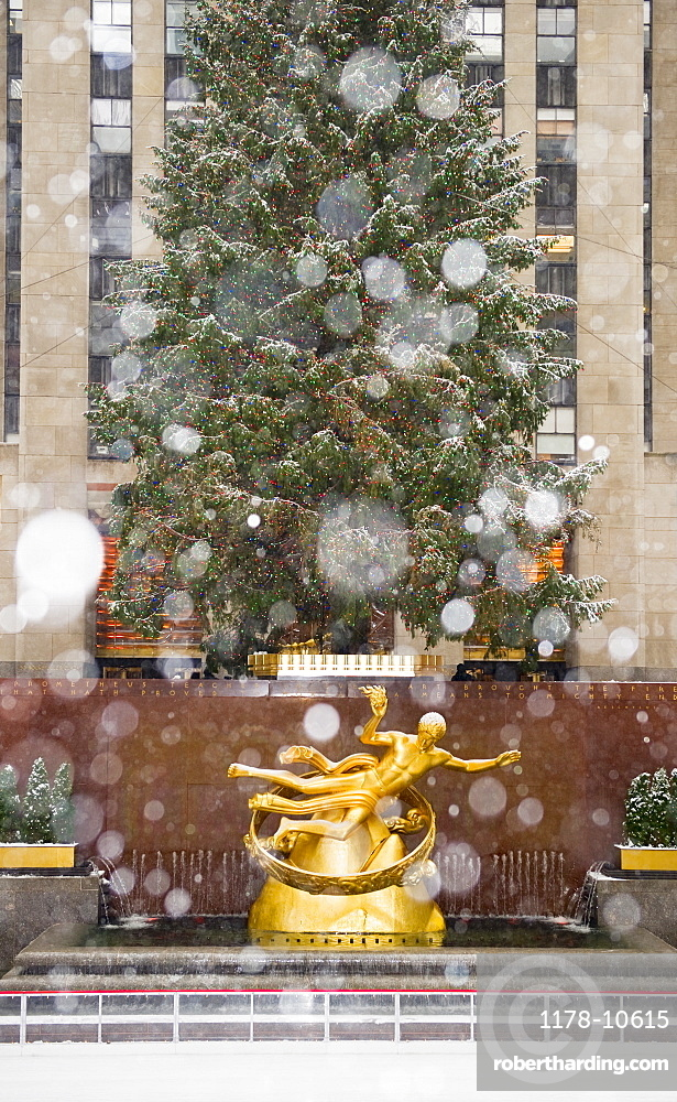Rockefeller center on a snowy day