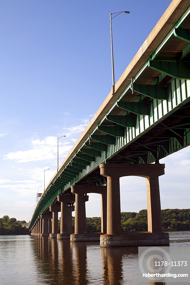 USA, Bridge on Mississippi River