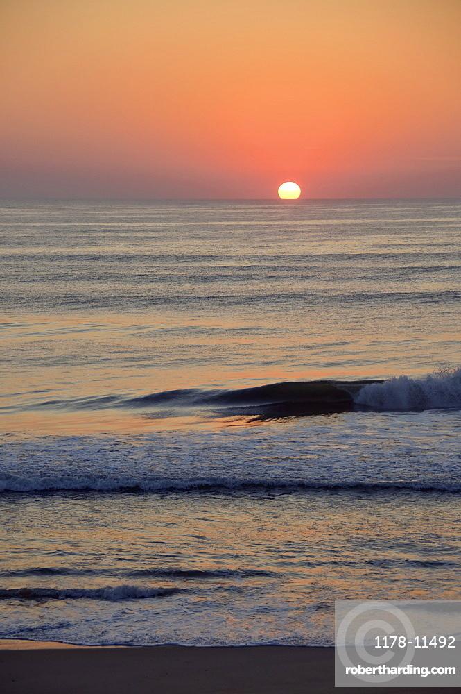 USA, North Carolina, Outer Banks, Kill Devil Hills, seascape at sunset