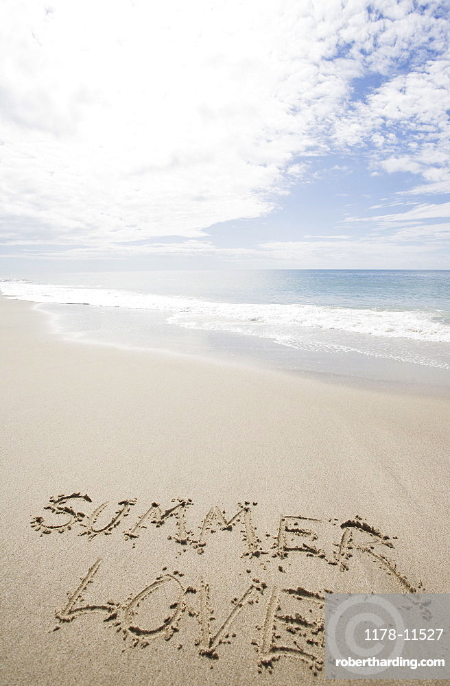 USA, Massachusetts, love sign on sand