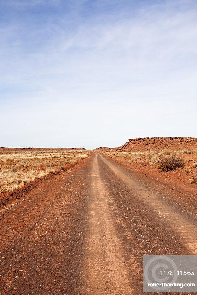 USA, Arizona, Winslow, Dirt road going forward