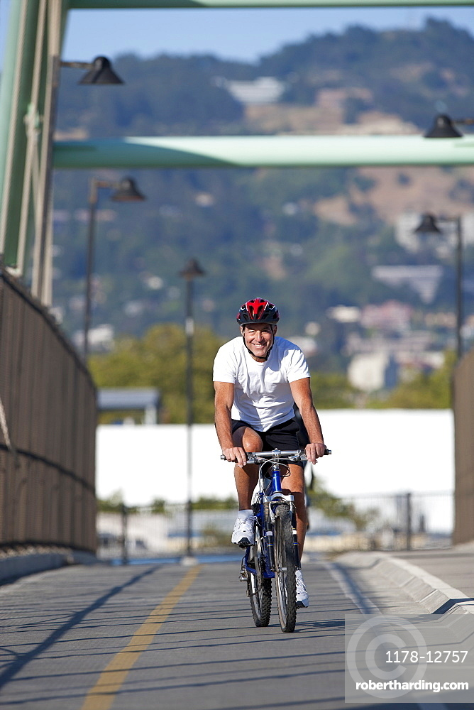 USA, California, Berkeley, Cyclist on bridge