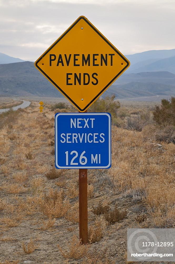 USA, California, Services road sign