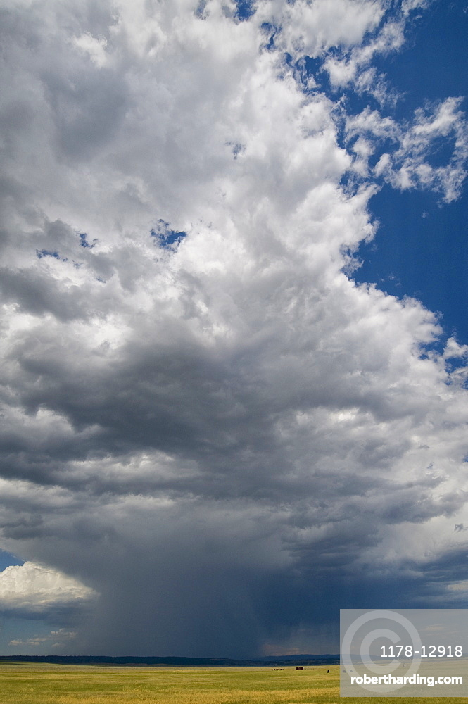 USA, Wyoming, Storm clouds over plains