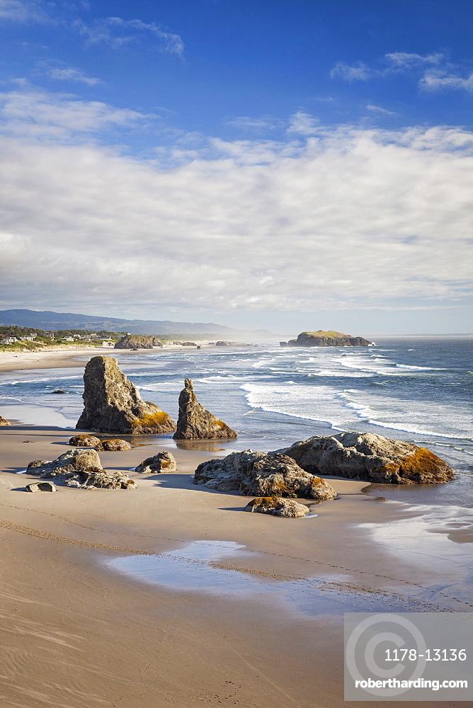 Sea stacks along coastline, Bandon Beach, Oregon