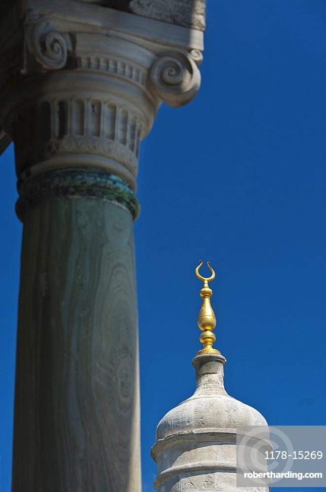 Turkey, Istanbul, Topkapi Palace pillar