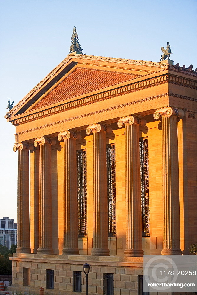 USA, Pennsylvania, Philadelphia, Philadelphia Museum of Art at sunset