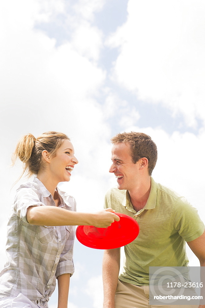 Couple playing with frisbee, USA, New Jersey, Mendham