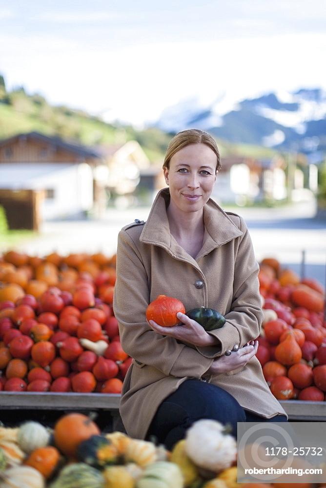Austria, Salzburger Land, Maria Alm, Portrait of mature woman holding vegetables