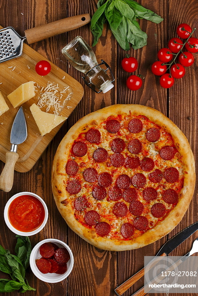 Pepperoni pizza with ingredients