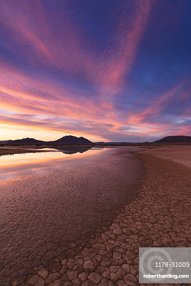 United States, Oregon, Desert lake at sunset