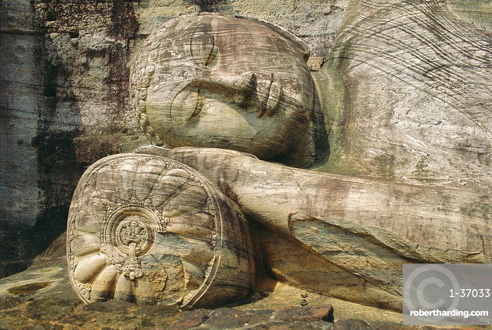 Statue of the reclining Buddha, attaining nirvana, Gal Vihara, Polonnaruwa, Sri Lanka