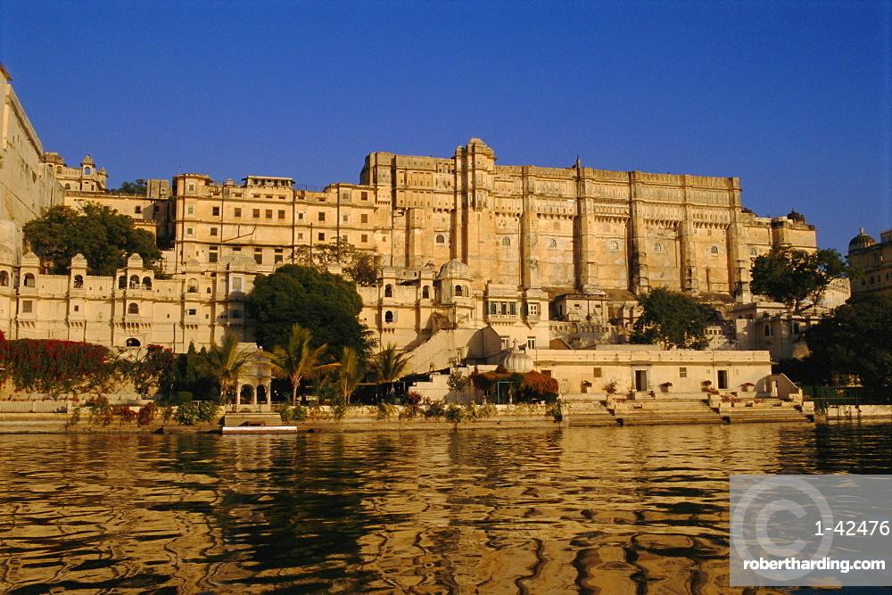 Lake Pichola and the City Palace, Udaipur, Rajasthan, India