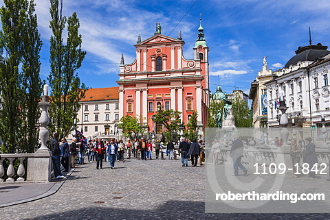 Franciscan Church of the Annunciation and bridge over the Ljubljanica River, Ljubljana, Slovenia, Europe