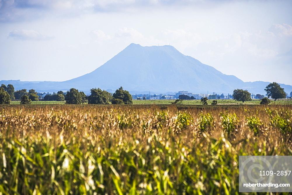 Mount Edgecumbe (Putauaki), near Whakatane, Bay of Plenty, North Island, New Zealand, Pacific