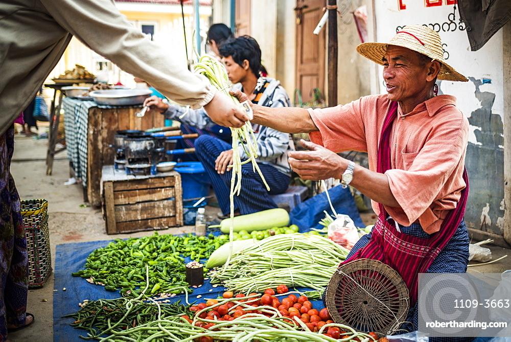 Ywama Market, Inle Lake, Shan State, Myanmar (Burma), Asia
