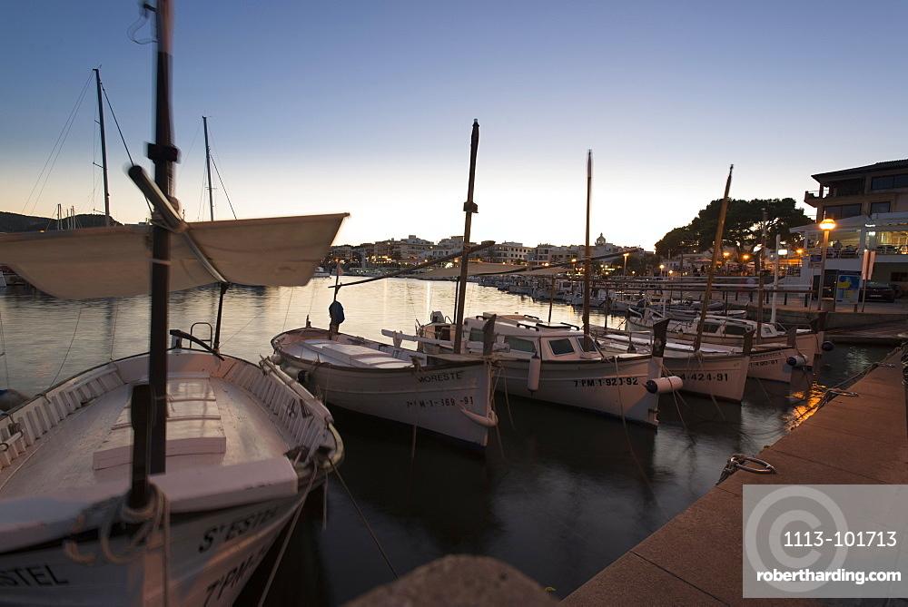Llauts or Mallorcan fishing boats in the port of Cala Ratjada at the jetty, Cala Ratjada, Mallorca, Balearic Islands, Spain