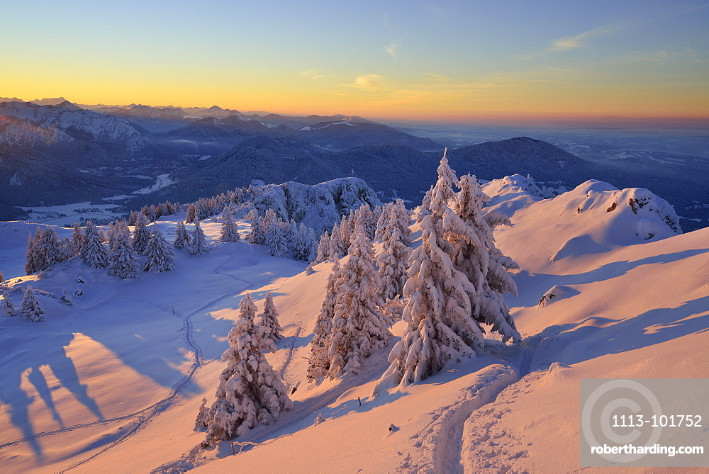Winter mountain scenery at dusk, Breitenstein, Mangfall Mountains, Bavarian Prealps, Upper Bavaria, Bavaria, Germany